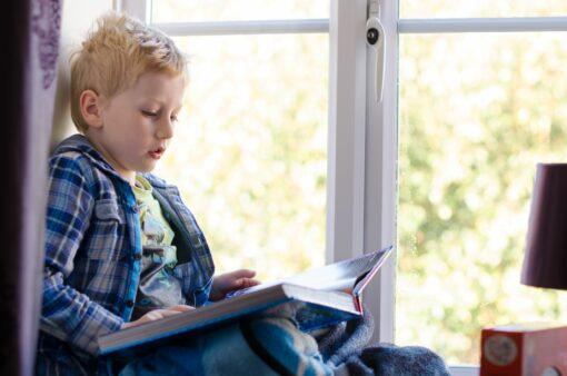 child_reading_16254377_xl