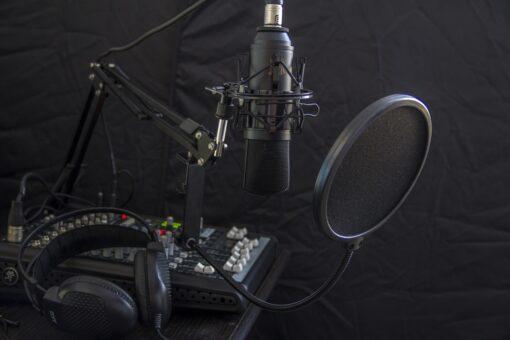 microphone-616788_1280